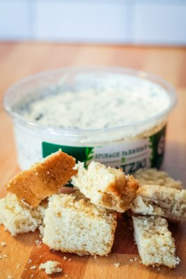 cubed beer bread with dip