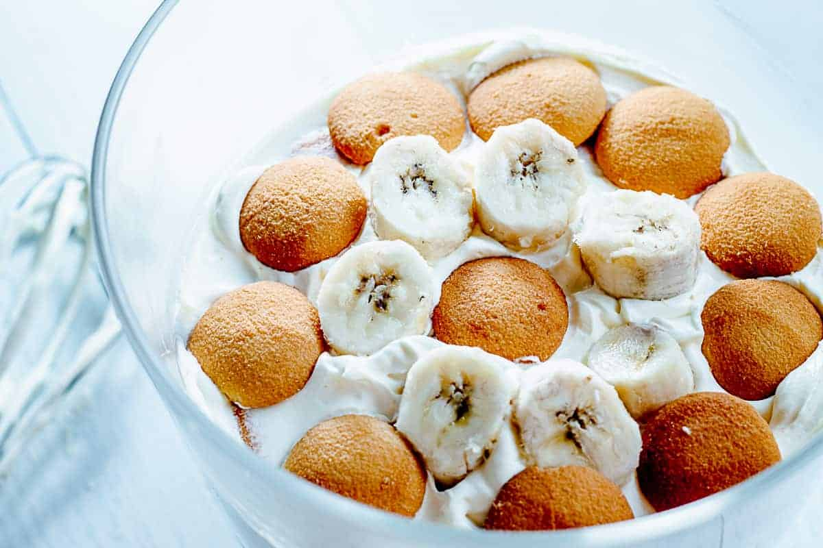 close up of banana cream pudding with nilla wafers