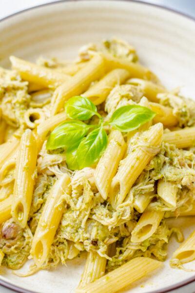 close up of chicken basil pesto pasta